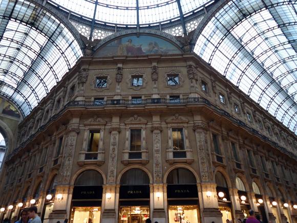 Detalhe para a bela arquitetura da Galeria Vittorio Emanuelle.