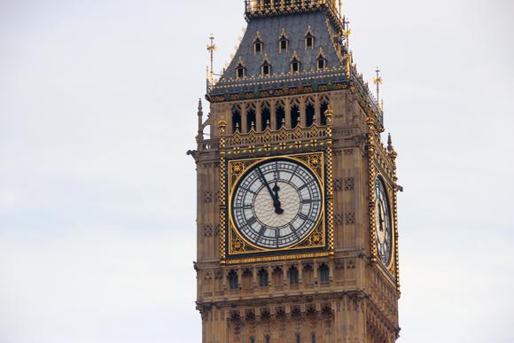 O ícone mais conhecido e um dos pontos turísticos mais visitados de Londres, o Parlamento Inglês e a Torre Elizabetana. Esse conjunto é, muitas vezes, erroneamente chamado de Big Ben.