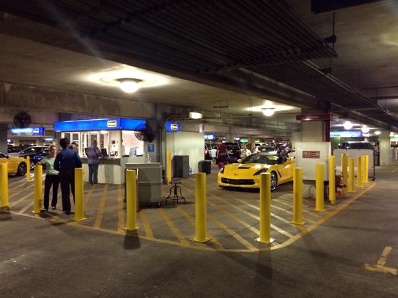 O setor da Álamo no estacionamento do aeroporto, eu queria aquele amarelinho mas a esposa brecou na hora, não caberia nenhuma das necessáires dela...