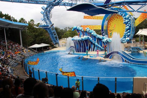 O Dolphin Theater, onde ocorre o show Blue Horizon.