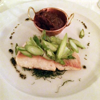 O prato do Marcelo, um delicioso peixe com purê de banana da terra.