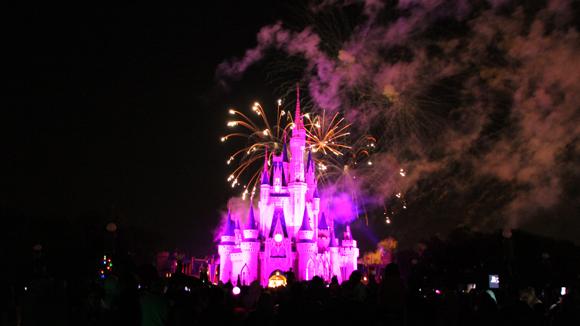 Quarenta mil dólares de fogos de artifício por dia de show Wishes... Como não se surpreender?