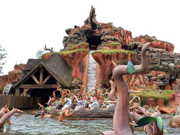 Quer tomar um banho? não deixe de curtir a Splash Mountain...