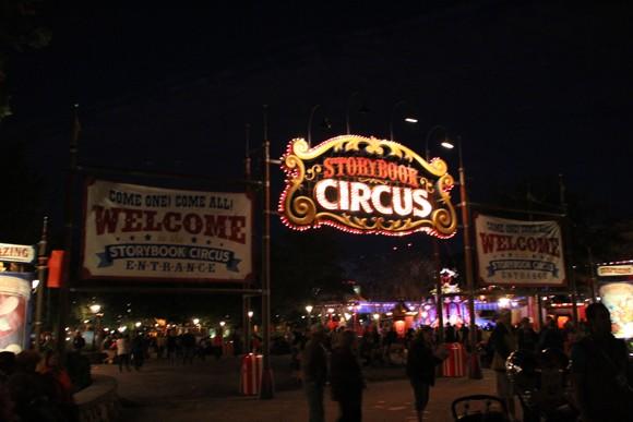 A área onde fica o Dumbo, em Storybook Circus.