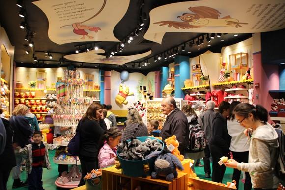 A turma do Pooh está aqui, no Hundred Acre Goods