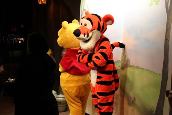 Encontro com os personagens Pooh e Tigrão.