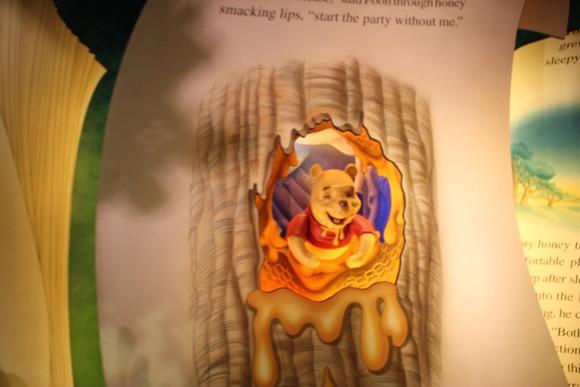 O ursinho Pooh e toda sua turma podem ser vistos nesta atração bem bonitinha.