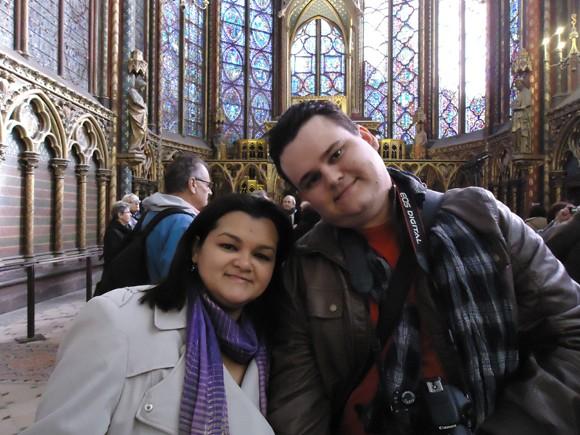 Na Saint Chapelle, com seus enormes e magníficos vitrais...