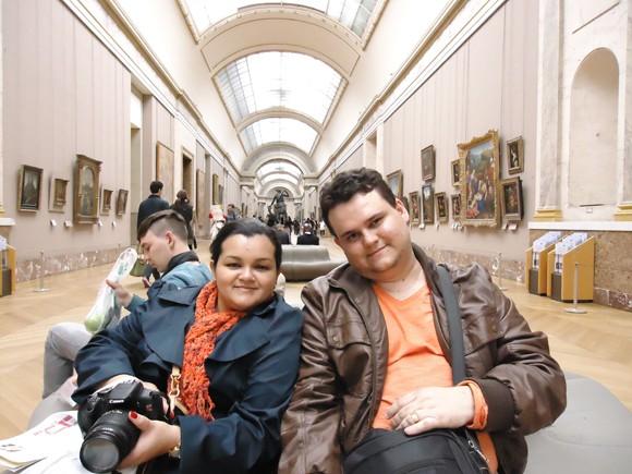 Descansando pelas galerias do Louvre, haja pés para tanta caminhada.