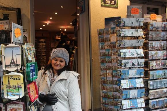 As lojinhas de souvenires e cartões postais...