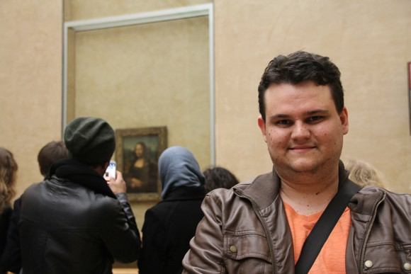 Visitando Mona Lisa de Da Vinci, no Louvre.