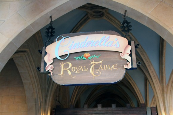 A entrada do Cinderella Royal Table.