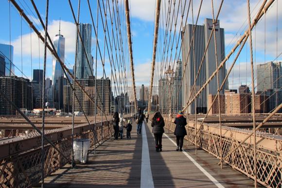 Quase ninguém sobre a ponte, talvez pelo frio. Mas valeu muito a pena por essa vista de Manhattan.