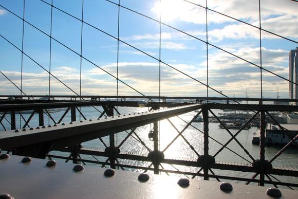 Vista do rio sob a ponte.