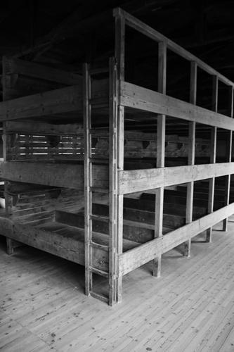 Primeiros dormitórios tinham divisões individuais para camas e espaços para pertences individuais.