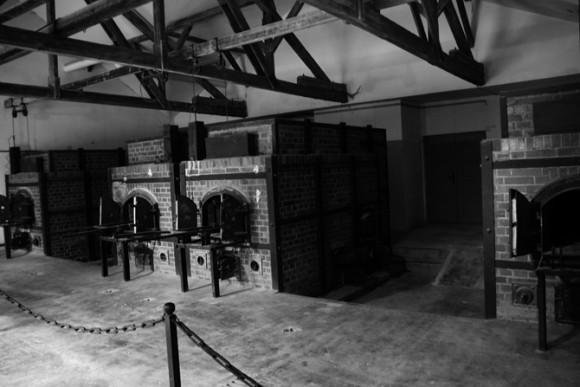Os fornos do crematorio, percebe-se pelo seu número que eles trabalhavam muito naquela época.