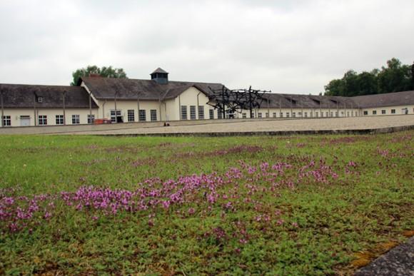 Um lugar de tanta dor, tanto sangue, O Campo de Concentração em Dachau é hoje um museu que cumpre muito bem o seu papel: NUNCA ESQUECER.
